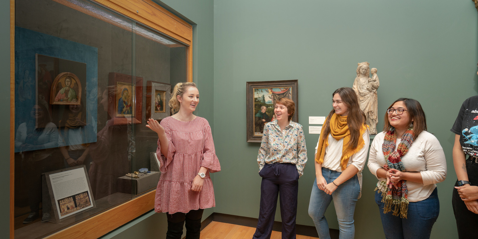 Student guides in the galleries