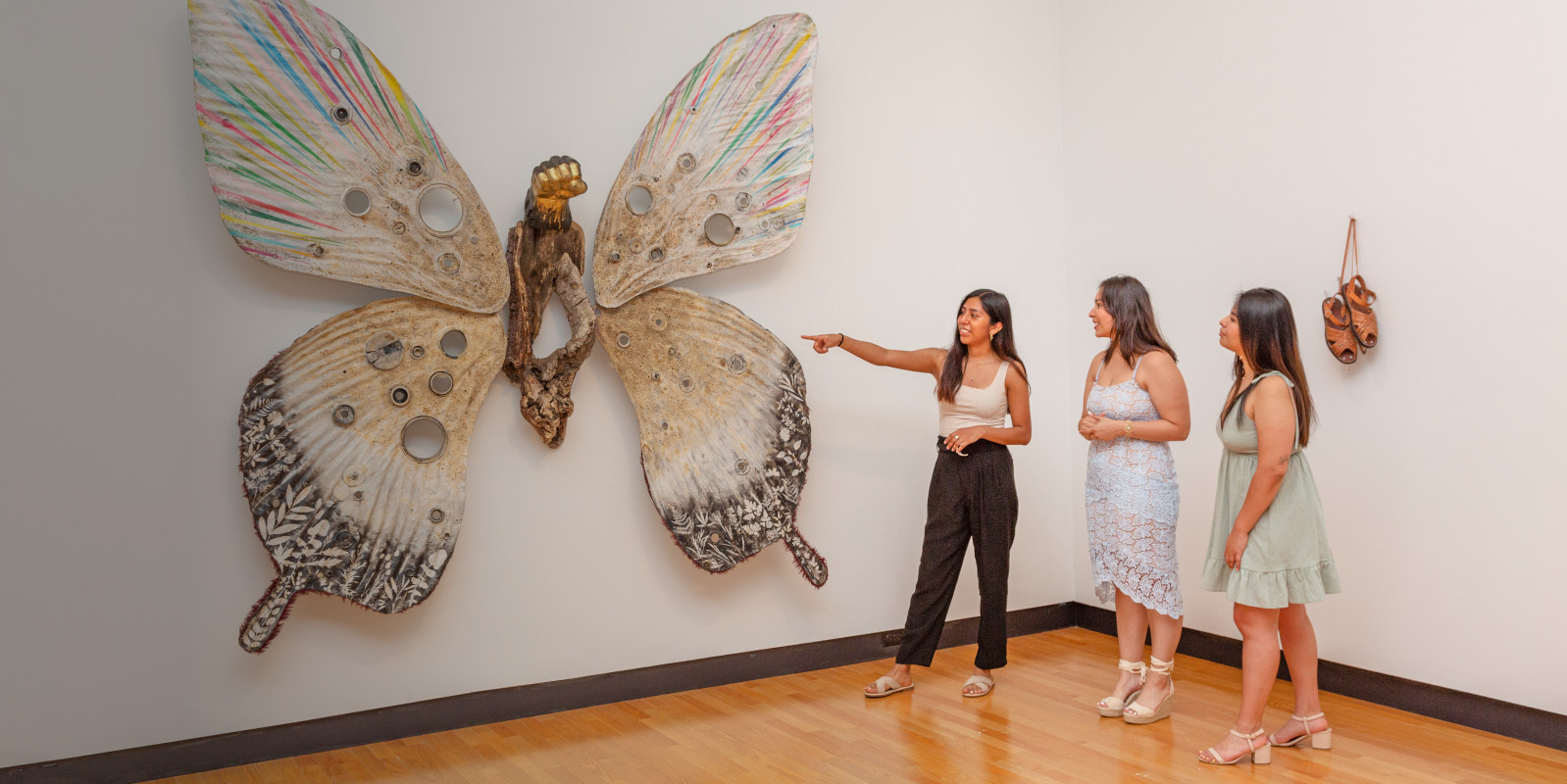 Students with Mariposa/Butterfly