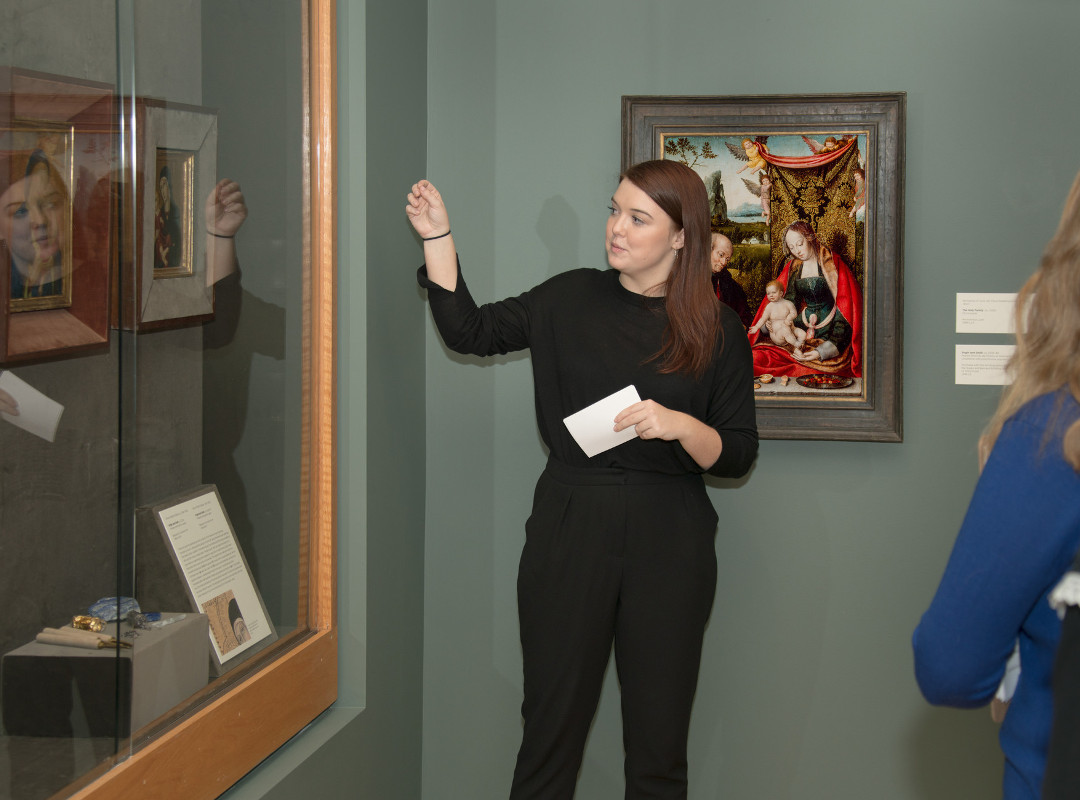 Student guide in the galleries, December 2017