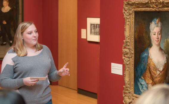 Student guide in the galleries