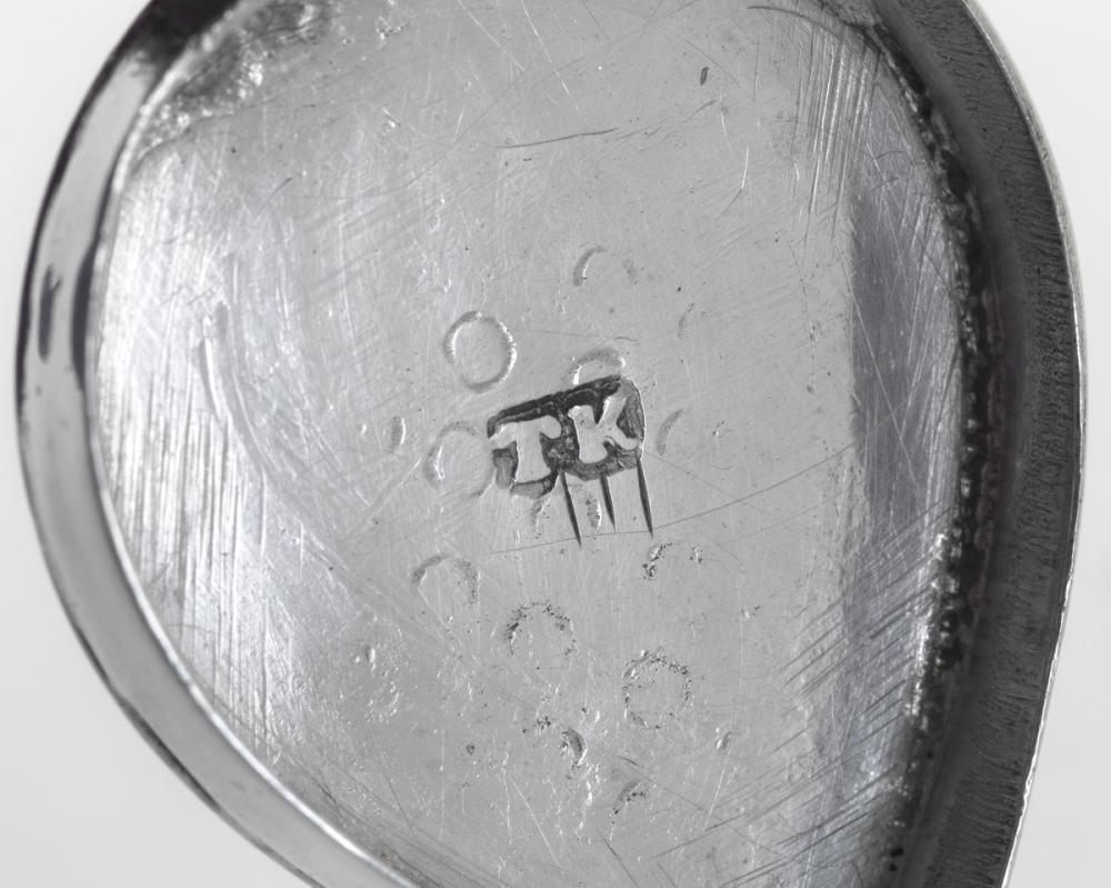 Kedder, Thomas, Nutmeg grater with tulip motif