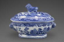 Unknown (British; English), Willow pattern sauce tureen and lid, 1784-1840