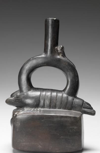 Chimú, Stirrup-spouted vessel with crayfish