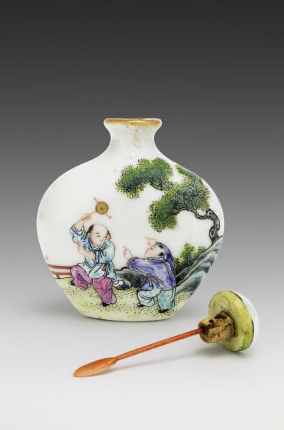 Chinese, Snuff bottle with children in a garden