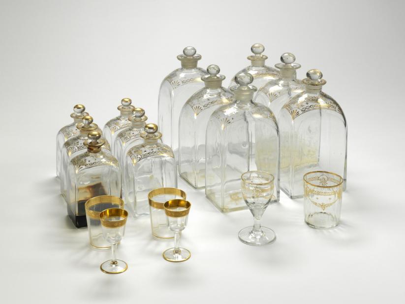 Liquor chest