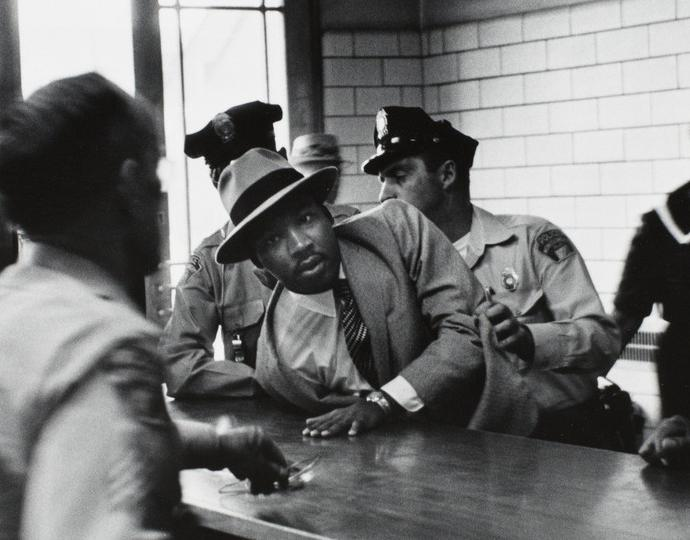 Moore, Charles, Pictures That Made a Difference: The Civil Rights Movement