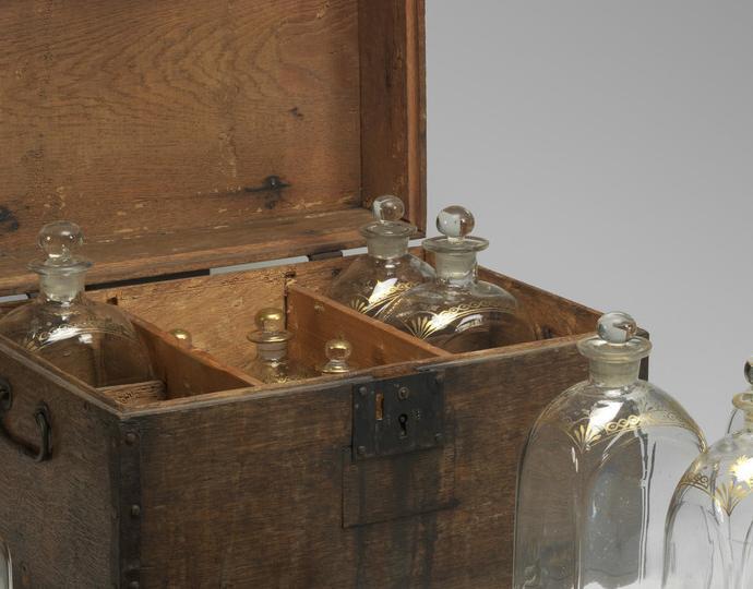 British, Liquor chest